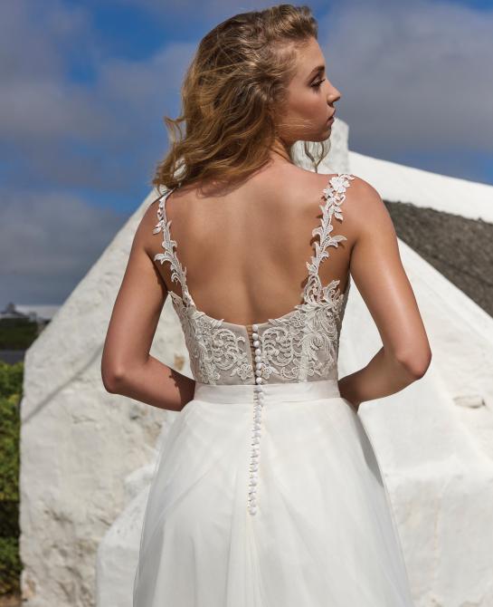 Elbeth Gillis wedding dress Holly